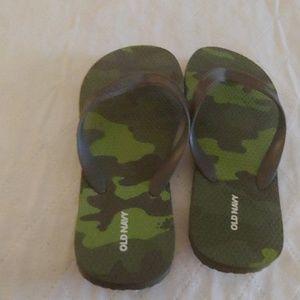 Old Navy Camo Flip Flops Size 4